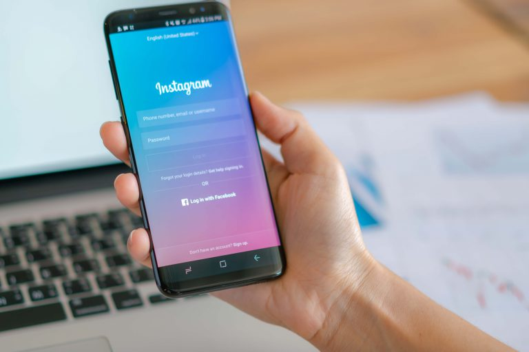 A Look at the Psychology and Science behind Instagram Engagement